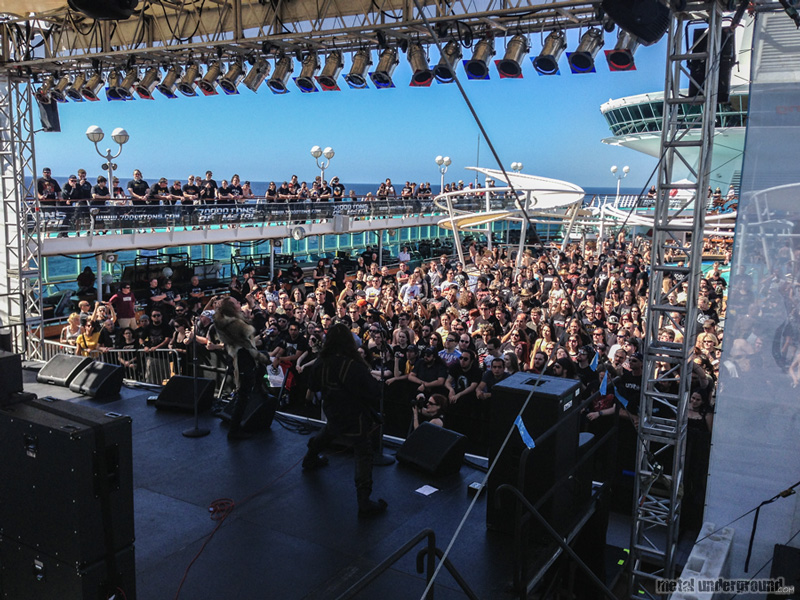 The Ship and Crowd @ 70,000 Tons Of Metal 2013, Day 1